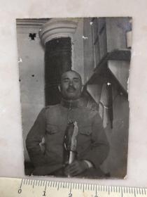 民国抗战时期拿指挥刀的日本军官老照片
