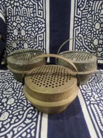 早期民俗老物件纯黄铜暖手炉木炭炉手提铜炉三个,偏重,85元一个运费自理。