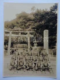 民国时期 日军在久能山东照宫神社鸟居合影   原版老照片1张