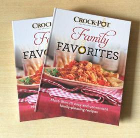 英文版 Crock Pot慢炖锅食谱 70种美食烹饪技巧制作方法菜谱 【精装 128页】