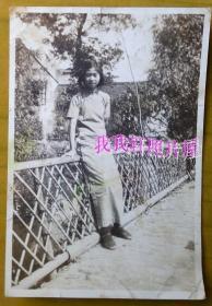 """民国老照片:民国旗袍美女——贞。1938年,看背题。【 民国——上海私立民立女子中学(简称""""民立女中"""",今上海市第十中学)—美女—学生—凤仙系列】"""