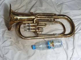 铜管乐器,大号尸体,当配件,装饰品出,卖个铜钱,100元,发德邦快递,运费到付
