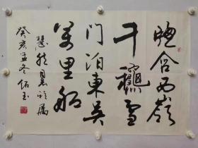 韩绍玉    尺寸   67/46 汉族,河北三河人,1942年生于天津。行草书结构严谨,融行、草、隶、魏碑于一体,清新刚健。作品多次在国内外展出及在《人民日报》、《中国文化报》发表。曾为《经济日报》、《中国商业报》、《中国食品报》、《课堂内外》等数十家报刊题名,并为华山、黄山、沱海、漫海等远洋轮题写船名。