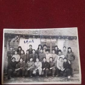 欢送战友(1976年知识青年送回城同志在青年点合影)
