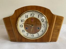 80年代少见的上海555三五牌31天机械木壳座钟老钟表走打正常