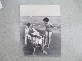 少见的毛主席照片4  尺寸:22.5厘米*18.5厘米 (背面有粘贴痕迹 有揭簿  非相纸)