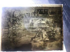 民国老照片玻璃底板---夫妻在江南园林