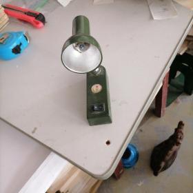 中国人民解放军小型台灯(方5号电池可用)