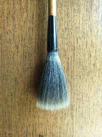 日本老毛笔一支,丰桥笔,原价10000丹,出锋6。用了非常好的羊毛,保存不错,锋颖基本完好。适合有功底者用