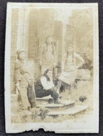 民国女兵签赠照片一枚