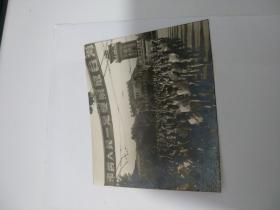 老照片 (样片1张)解放初期南京新街口广场口号游行 . 丙本存放