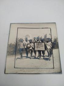 老照片 (样片1张)文革时的农村         .丙本存放