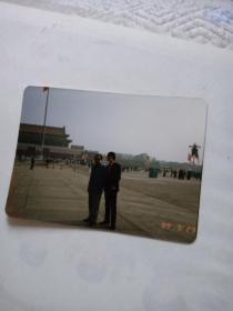 彩色照片【2男在天安门广场89.5.23