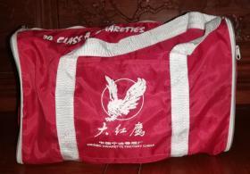 烟标:大红鹰&宫灯(旅行包)中国宁波卷烟厂荣誉出品