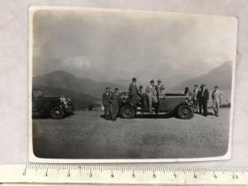 民国时期小汽车上西装革履的男人们老照片