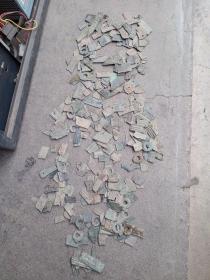 古代刀布币等残件一堆,包真包老,售出不退。大小不等。