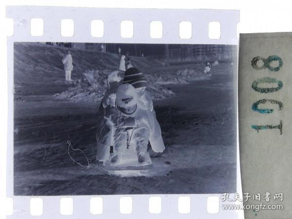 纪实摄影底片1张 童趣 滑冰刀、冰车、冰滑梯系列33
