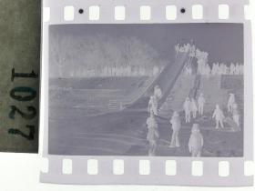 纪实摄影底片1张 童趣 滑冰刀、冰车、冰滑梯系列52 冰滑梯