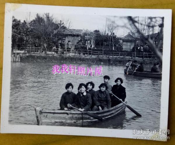 老照片:美女——50年代,上海康乐园划船。【 三线——皖南基地——上海人那些事、那些人系列】