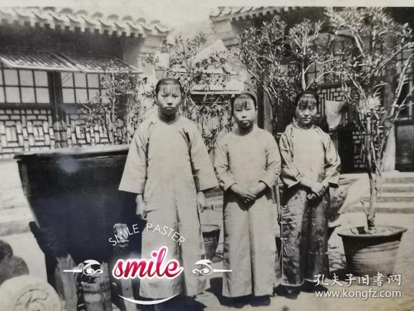 民国旗袍三美女照片