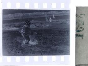 纪实摄影底片1张 童趣 滑冰刀、冰车、冰滑梯系列29