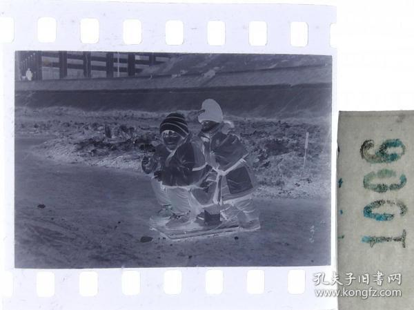纪实摄影底片1张 童趣 滑冰刀、冰车、冰滑梯系列31