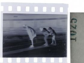 纪实摄影底片1张 童趣 滑冰刀、冰车、冰爬犁、冰滑梯系列50