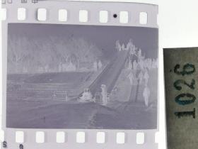 纪实摄影底片1张 童趣 滑冰刀、冰车、冰滑梯系列51 冰滑梯