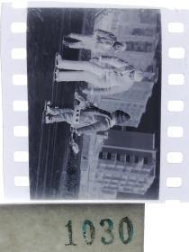 纪实摄影底片1张 童趣 滑冰刀、冰车、冰滑梯系列55