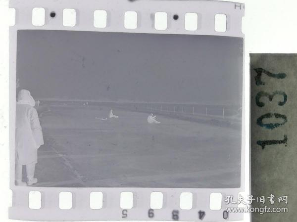 纪实摄影底片1张 童趣 滑冰刀、冰车、冰滑梯系列62