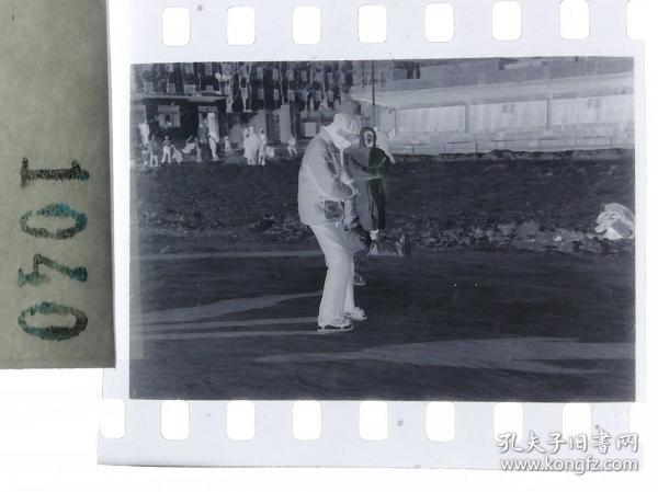 纪实摄影底片1张 童趣 滑冰刀、冰车、冰滑梯系列65