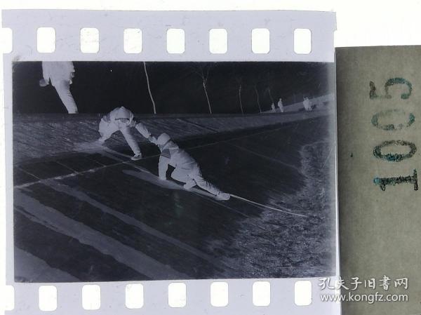 纪实摄影底片1张 童趣 滑冰刀、冰车、冰滑梯系列30