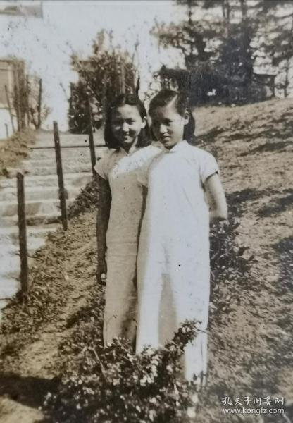 民国旗袍双美女