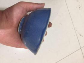 明,蓝色的碗,