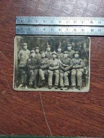 1948年西南前委后方司令部参谋处全体合影+一百多张抗美援朝中国人民志愿军家庭战友合影一起出售