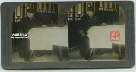 清末民国时期立体照片公司------日本满洲军总司令大山岩在山东烟台查看地图, 其曾任中日甲午战争的日军第二军长,占领威海卫