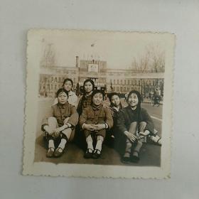 文革照片,本溪市府广场,女青年