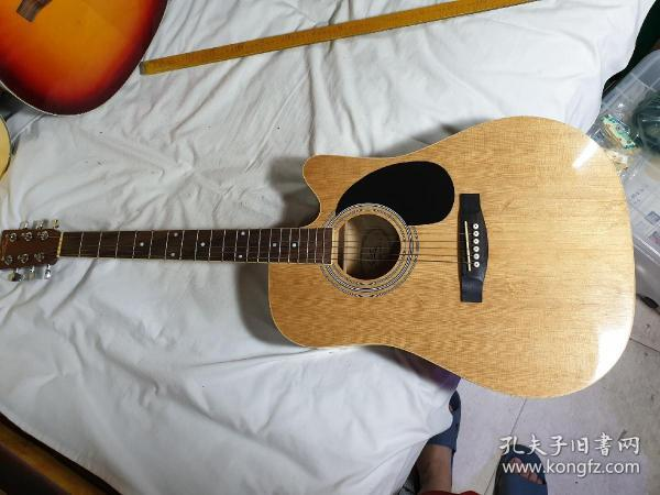 4号,95新,吉他,枫木板,400元,限天津自提