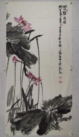 刘瑞友     1951年生,毕业于首都师范大学美术学院。画家,高级职称,国家一级美术师。 现为中国书画印研究院教授,中国书画协会会员、中国书画艺委会员、中国收藏家协会会员、中国扇子艺术学会会员。其绘画作品涉及山水、花卉、禽鸟等,不但题材广泛,而且技艺精湛。他的山水画构图讲究,皴法多变,又不拘泥于传统的表现形式。其代表作《燕山魂》构图更是独具匠心,画面上山水相间、1999年出版《刘瑞友画集》。