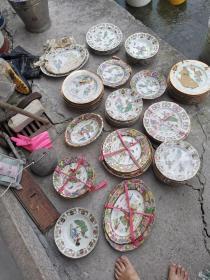 八十年代景德镇库存货手绘粉彩盘碗碟子,品种款式多,量多价优,有需要大量的不挑的联系我。