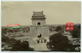 清代从鼓楼上拍摄的北京东城区地安门外大街钟楼古建筑老照片, 西侧铃铛胡同,东侧草场胡同一带民居建筑布局清晰,远处是清代北京的天际线,美,甚至可见北侧的城墙