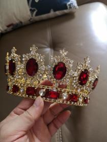 嵌红宝石和水晶凤冠一顶