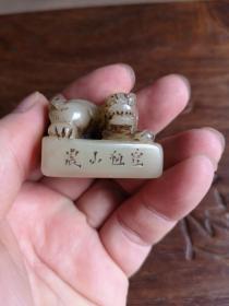 清代闵钊刻寿山结晶善伯石狮钮印章一枚 印文:天淡云闲