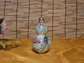 民仿清 葫芦形鼻烟壶,开片自然,画工精致,乾隆年制款