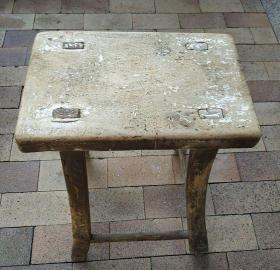 老板凳,楠木面,质轻,自然老旧,整体结实。