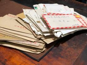 一堆信封信件