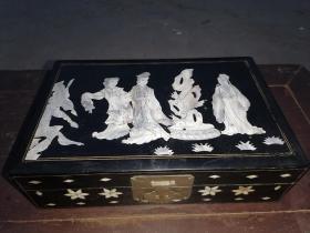 【文房重器】解放初期,木胎大漆螺甸珠宝首饰盒,上有西厢记(张生戏莺莺)精美图案