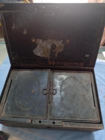 (庫)民國偽滿時期 日本銀行商號 上漆 錢盒,31.5*21*12cm