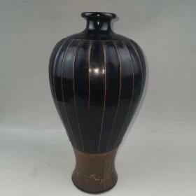 黑釉线条梅瓶