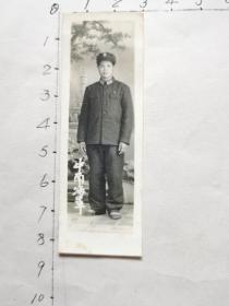 老照片:中南海军(布纹、一位解放军战士留影、尺寸:3x8.3cm)见书影及描述